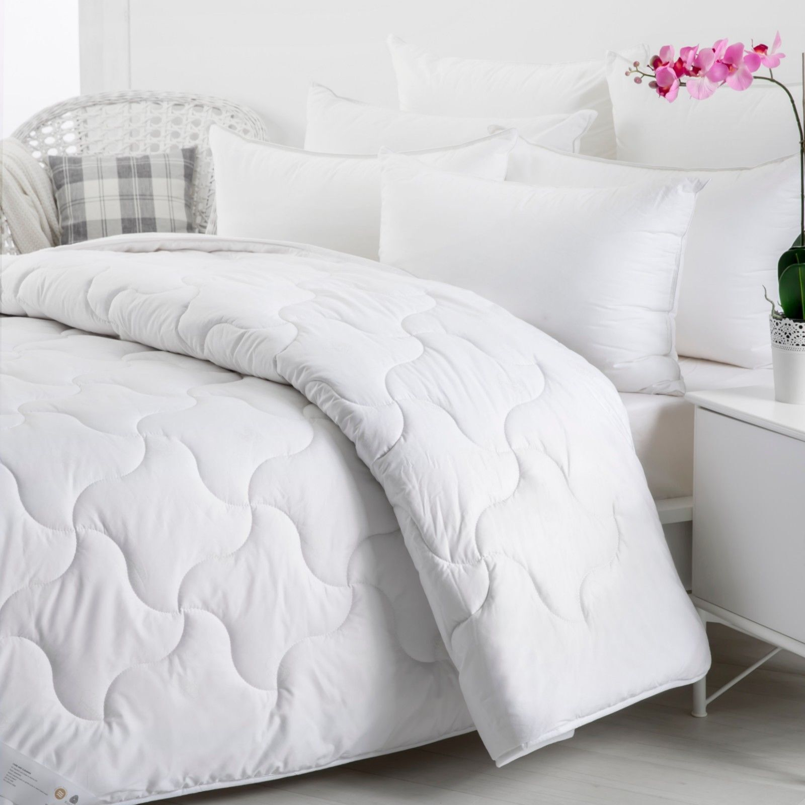 Wooltara Imperial Luxury 450Gsm Washable Winter Australia Wool Quilt - Super King Bed