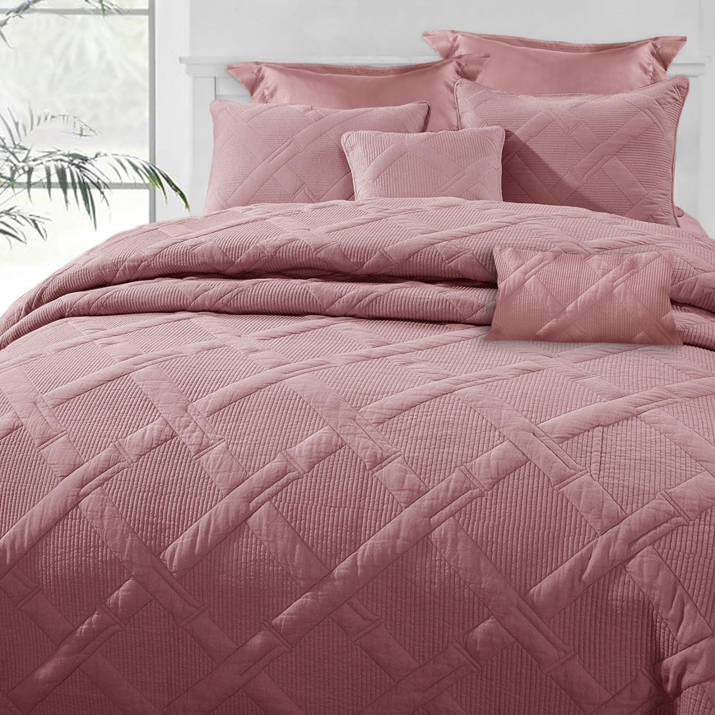 RAMESSES 7-Piece Air Cloud Bamboo Blend Matelassé Comforter Set