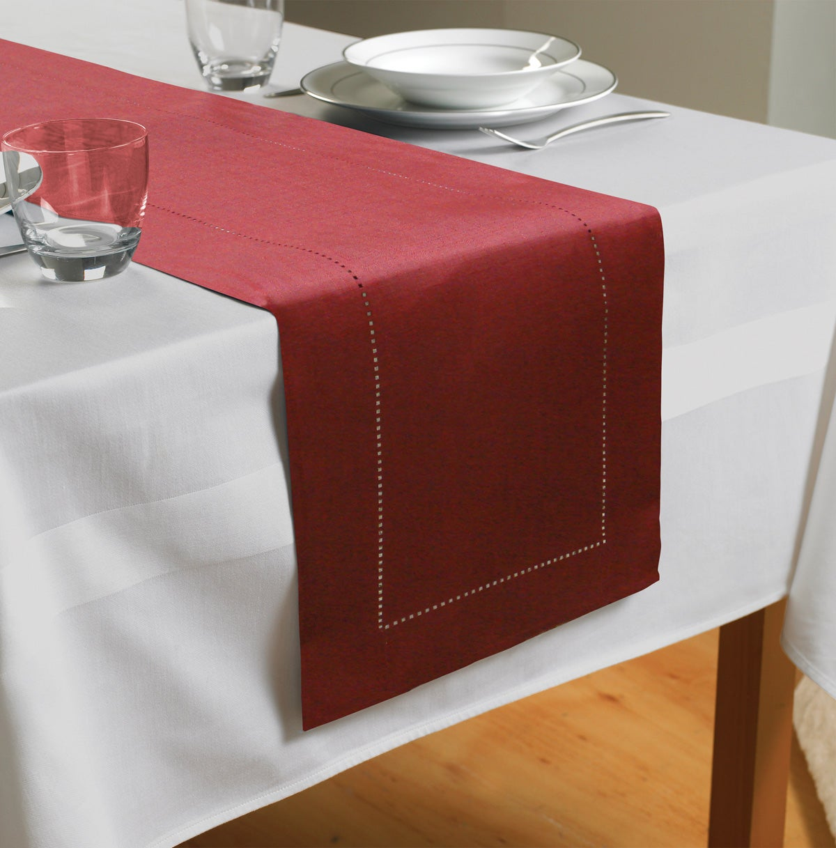 Country Club Table Runner, Red