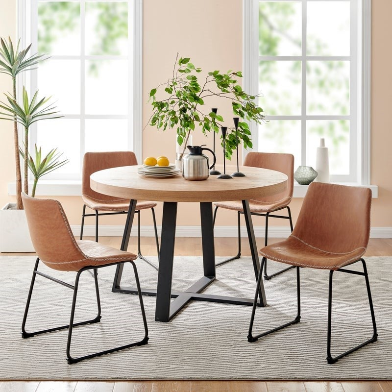 How To Decorate A Dining Table For Everyday Use